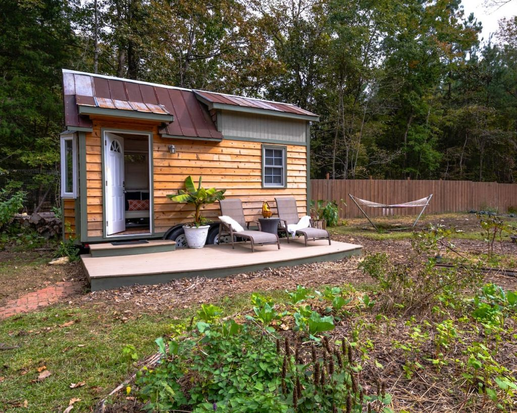 Photo of the outside of a tiny house Airbnb located in Chapel Hill.