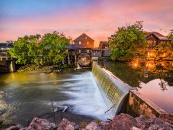 waterfall in pigeon forge tenneessee