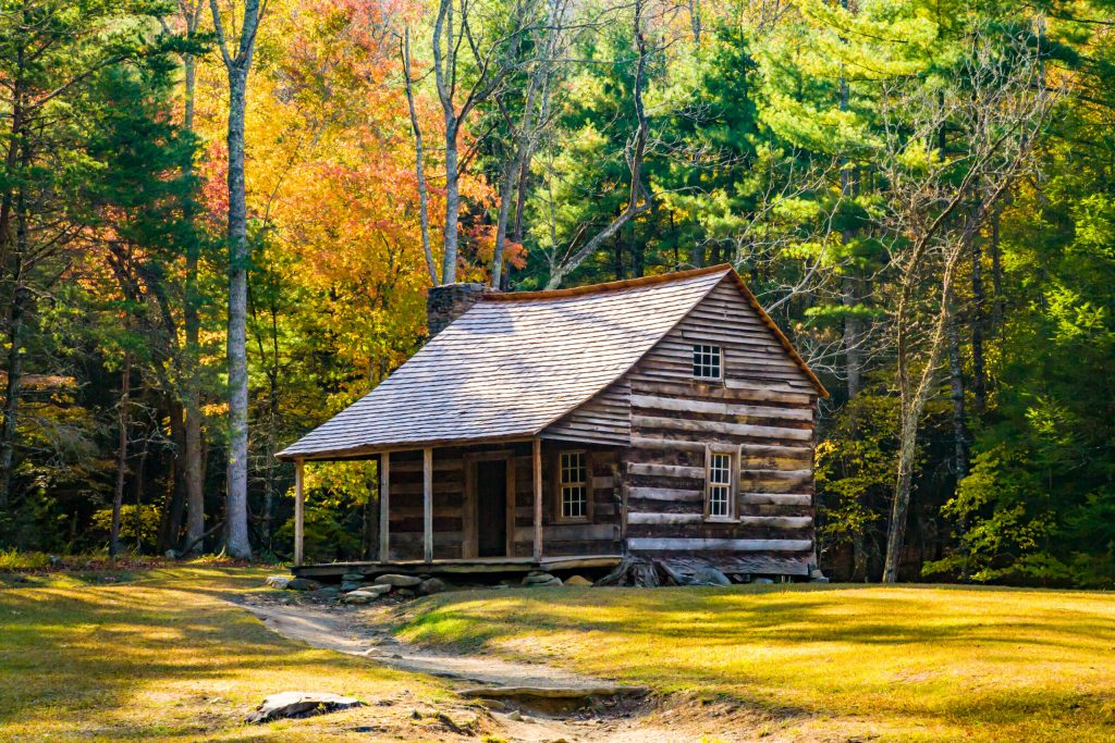 Photo of an old cabin. One of the great free things to do in Gatlinburg.