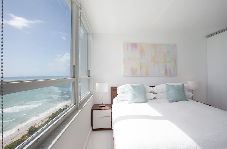 come stay at this all inclusive airbnb located in the poplar area of Miami Beach