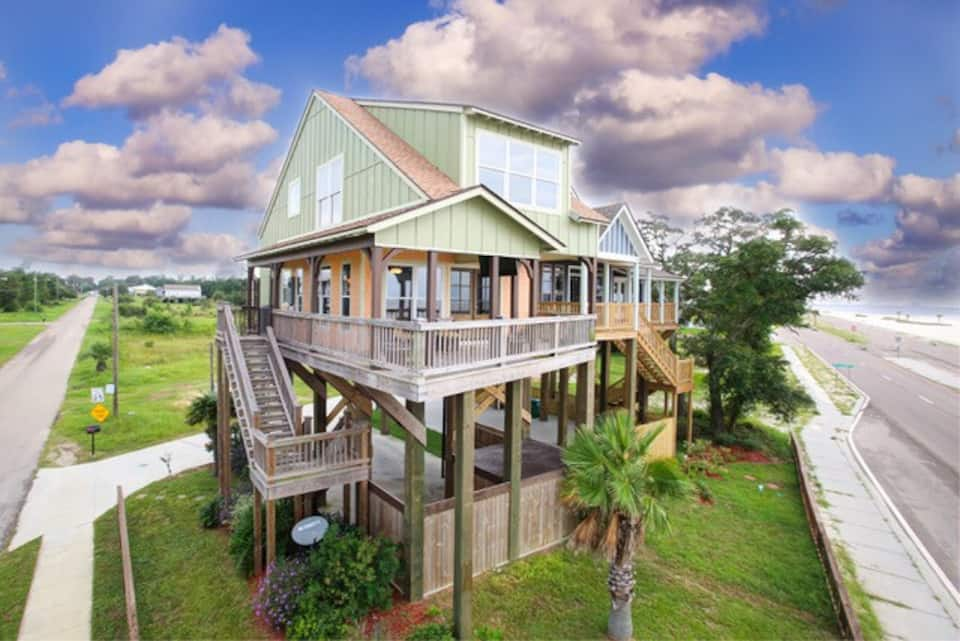 If you are looking for airbnbs in the south and find yourself in Biloxi, Mississippi you will want to check out the Nest, a waterfront cottage.