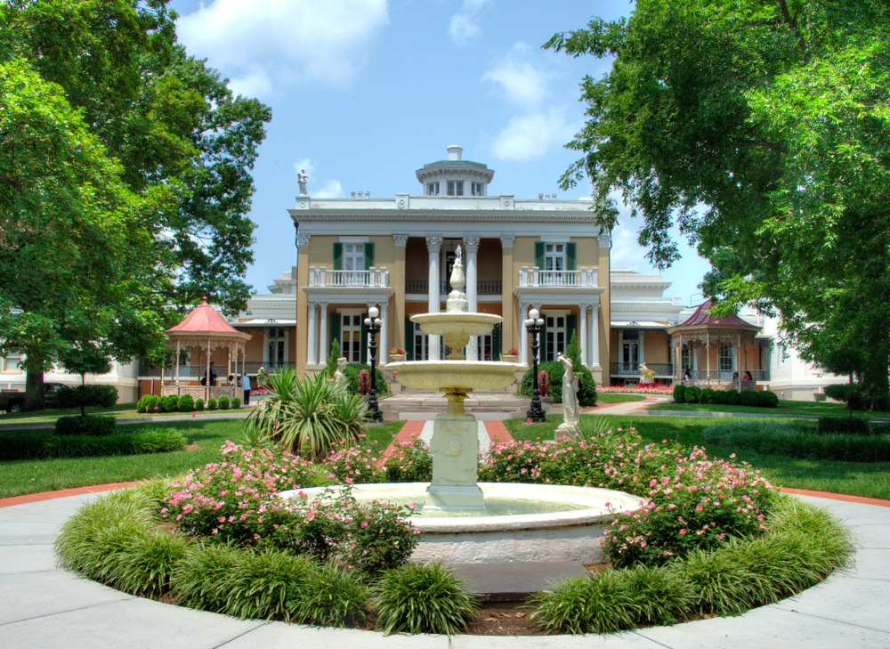 An Antebellum architecture home in Tennessee