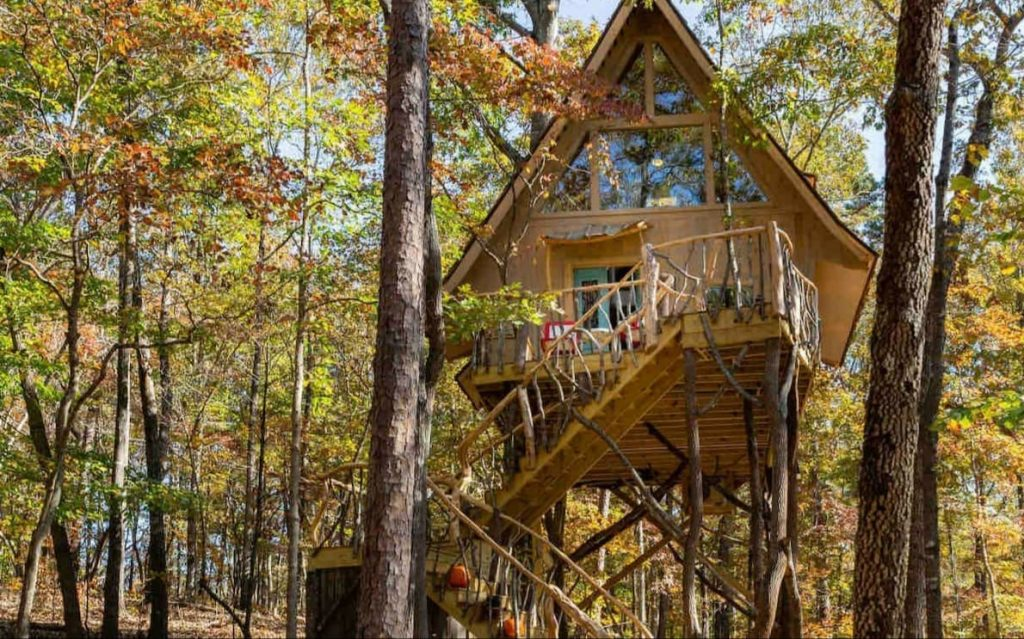 Treehouses in Georgia high off the ground