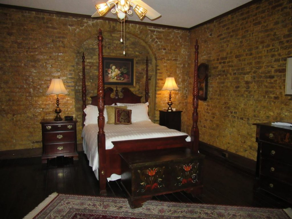 This charming bed and breakfast in Charleston is located in the historic French Quarter,
