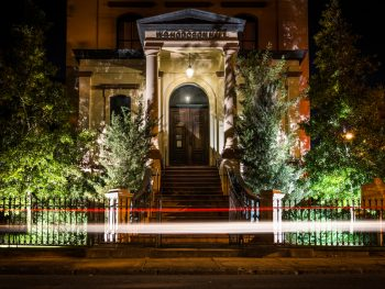 city ghost tour in savannah at night