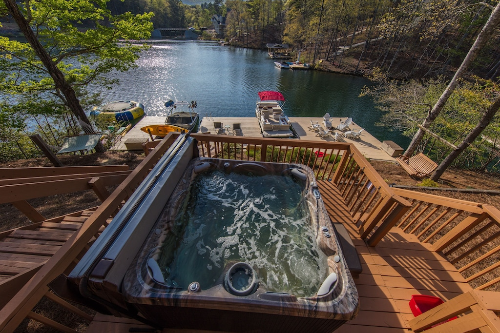 There is an awesome hot tub at this VRBO in Georgia.