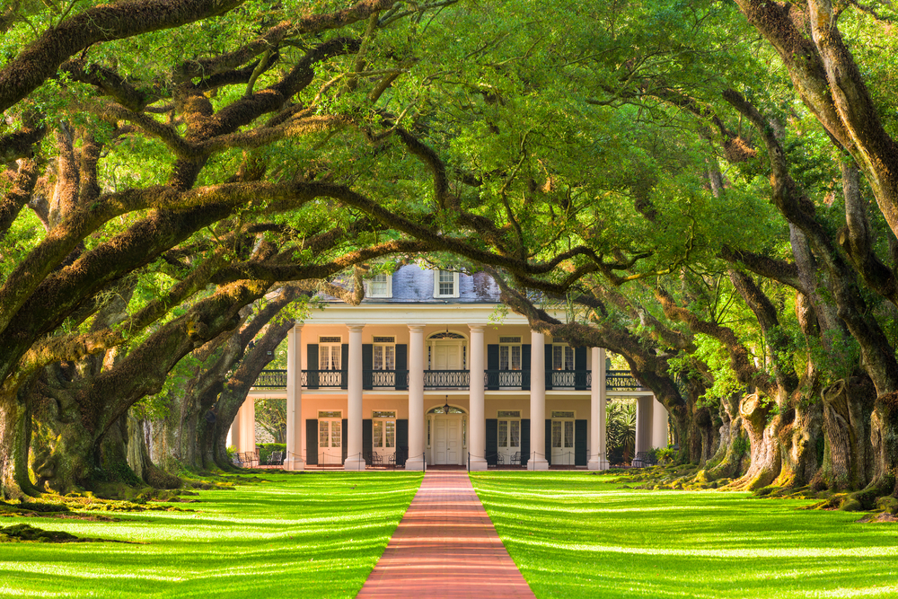 Oak Alley Plantation is beautiful but is also full of ghosts, making it one of the most haunted places in the South.