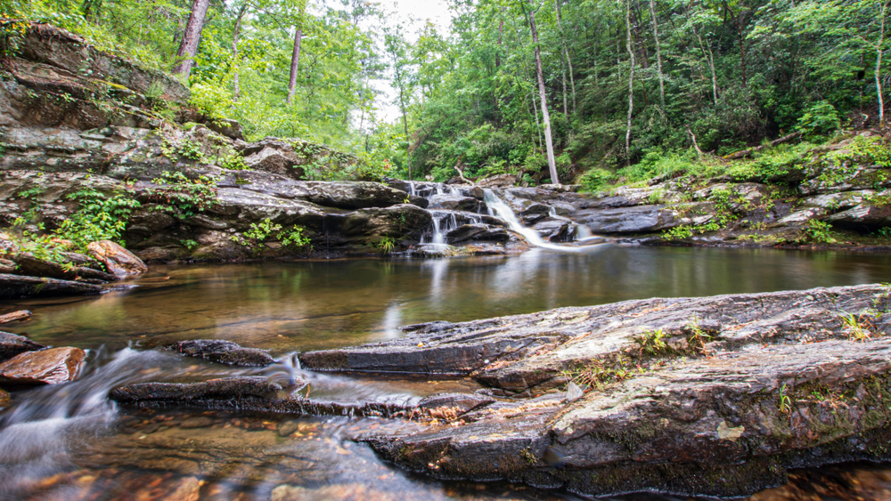 Photo of Devil's Den Falls, one of the prettiest waterfalls in Alabama