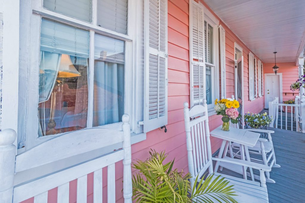 Another adult only bed and breakfast, the Palmer's Pinckney Inn is within walking distance of Charleston City Market.