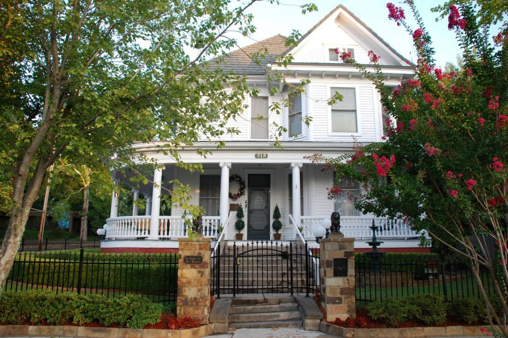 a photo of the gables inn, one of the best romantic getaways in arkansas