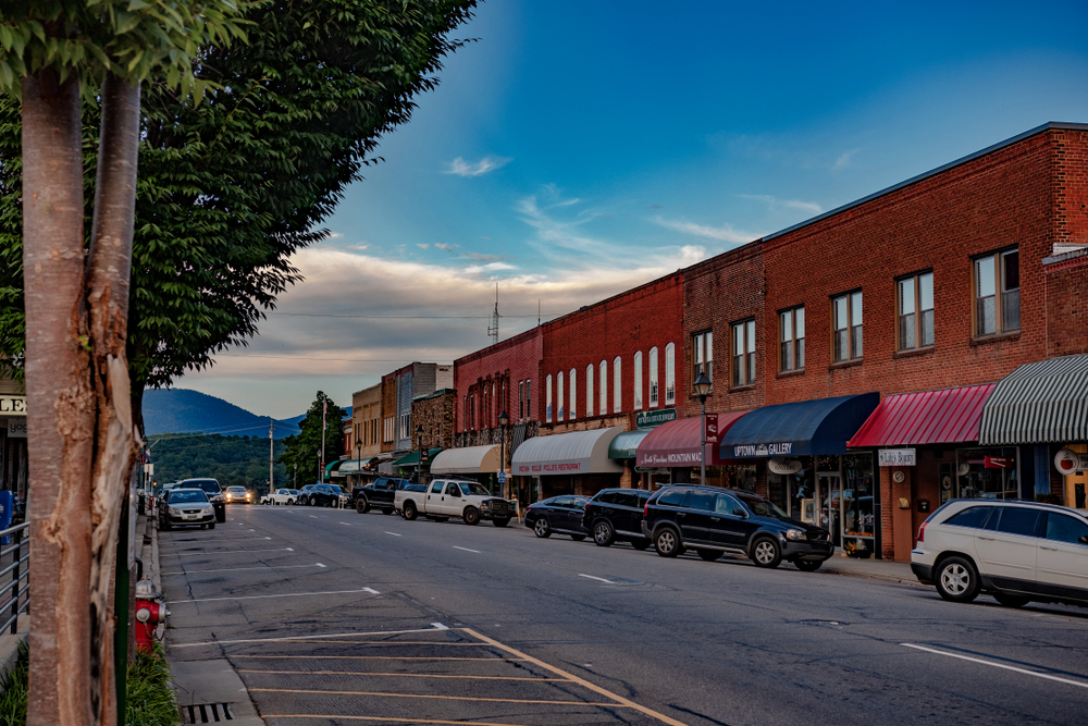 Street view of downtown Franklin, NC.
