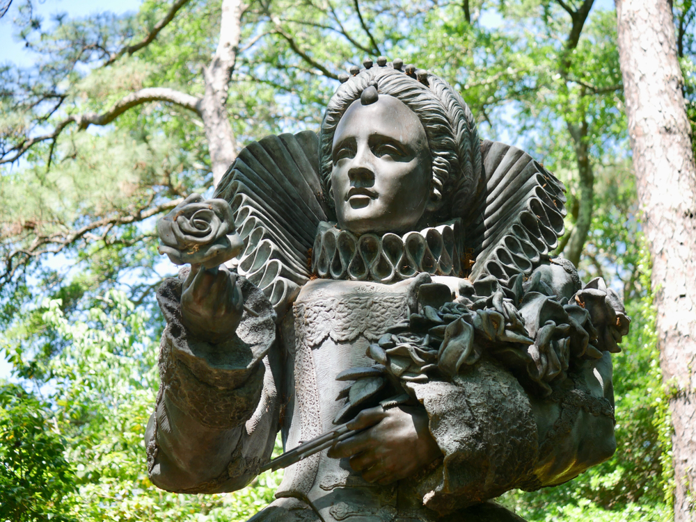 Photo of the statue of Queen Elizabeth I at the Elizabethan Gardens, one of the best attractions in the Outer Banks.
