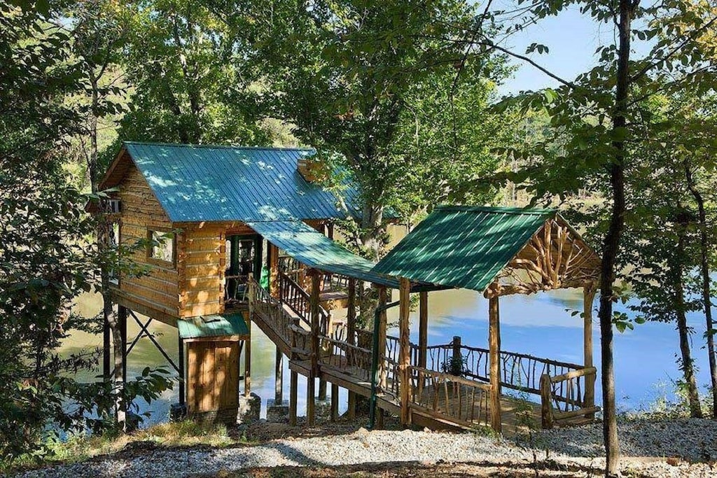 come check out this lakefront treehouse