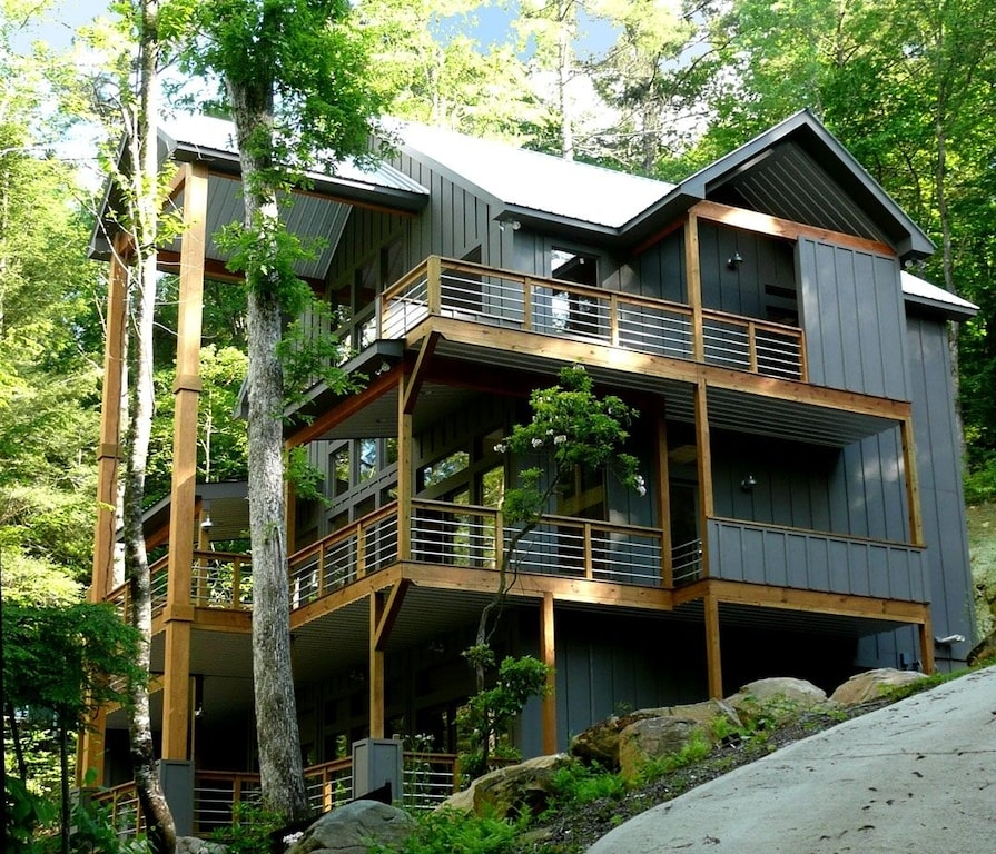 Come enjoy this modern riverfront treehouses in Georgia
