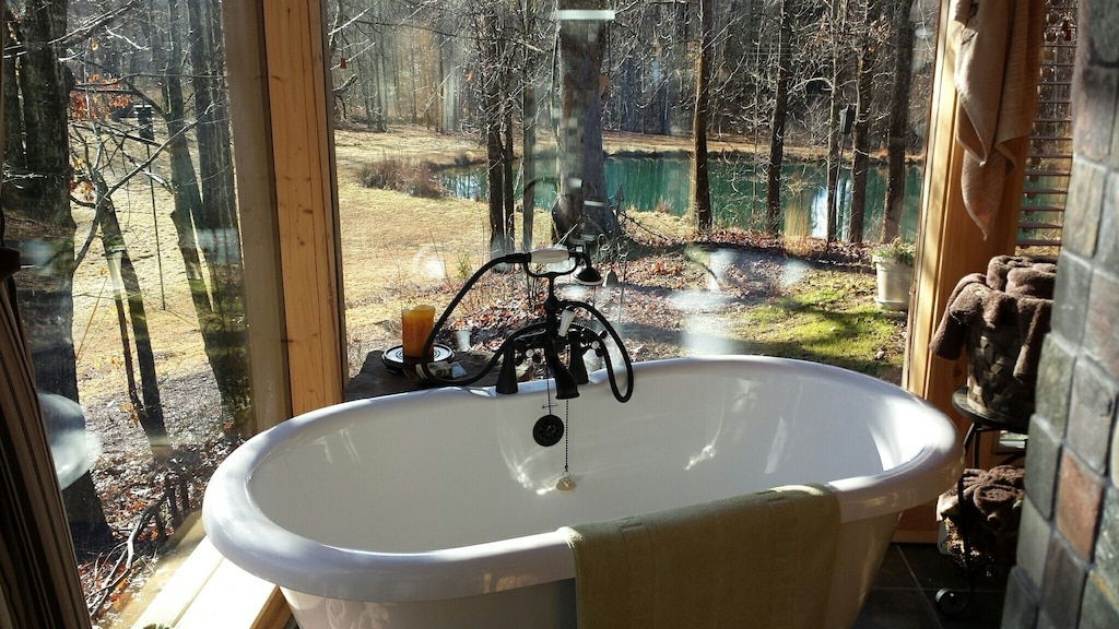 Look at this bathroom in the cabin