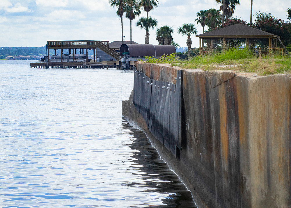 One of the main things to do in Conroe is visit Lake Conroe that has a boat dock, picnic pavilions and planted palm trees.