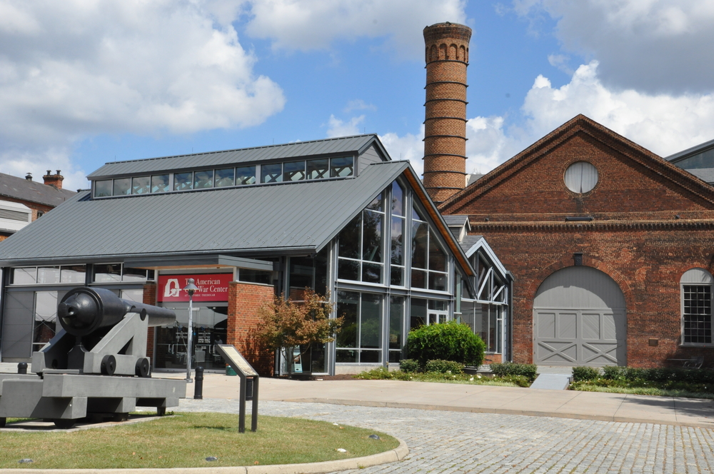 Photo of the American Civil War Museum with a modern glass building connected to the historic Tredegar building.