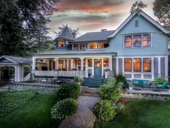 A historic blue beautiful bed and breakfast in Asheville