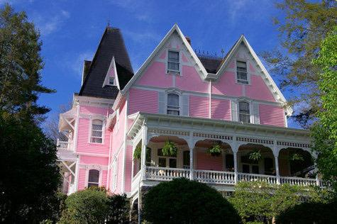 A beautiful pink bed and breakfast in Asheville