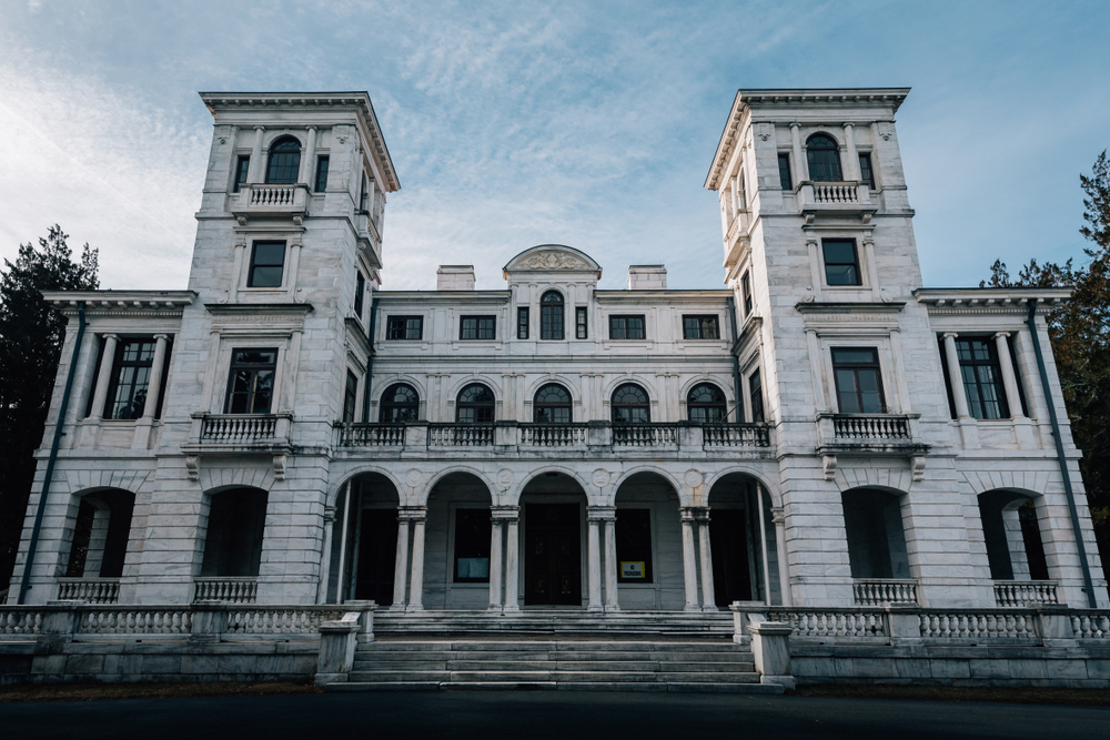 Although beautiful, Swannanoa Palace is said to be one of the most haunted places in virginia