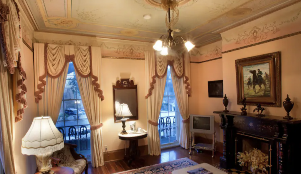 the Inn is located on East President Street and is actually the oldest hotel in Savannah. For that reason, it is incredibly popular amongst tourists, history buffs, and paranormal experts alike.